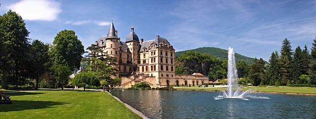 640px-Vizille-chateau-panorama